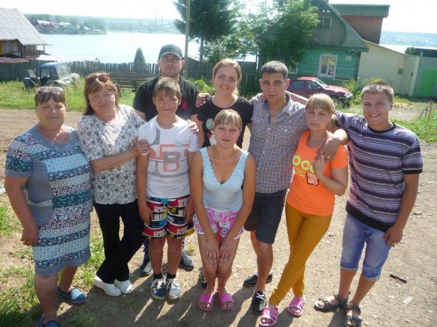 Нина Анатольевна (слева) и её дети. Всех вместе, признаётся женщина, собрать трудно. Старшие живут в другой области.