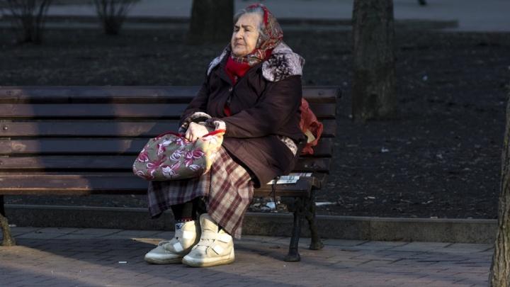Под предлогом снятия порчи мошенницы украли у донских пенсионеров 4 млн рублей