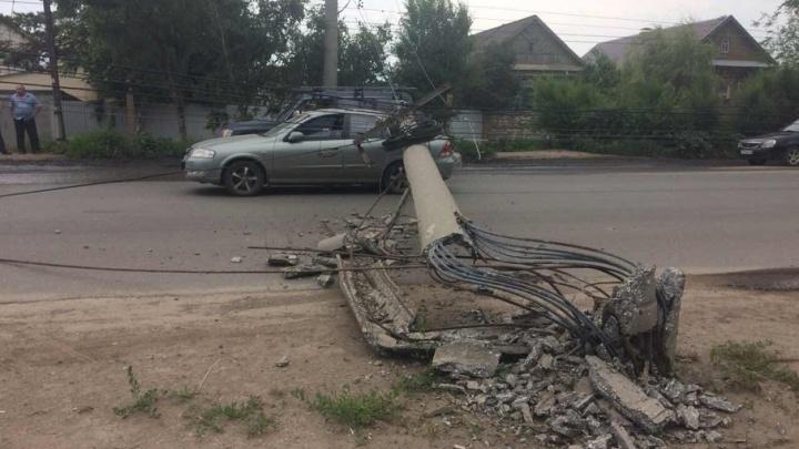 В Самаре на Пугачевском тракте столб упал на крышу «Ниссана»