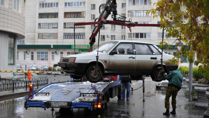 Тюменец присмотрел чужой автомобиль и увез его на эвакуаторе