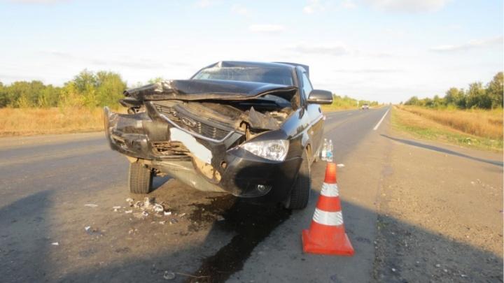 В Самарской области из-за аварии с «Приорой» и грузовиком пострадали двое