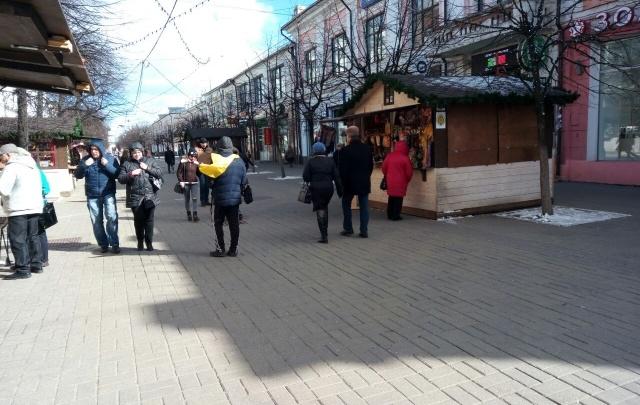 Центр Ярославля заставили торговыми палатками