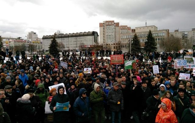 Уточки, кроссовки и дружественная полиция: пермяки выразили свой протест коррупции во власти