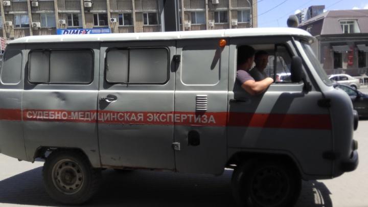 Мужчина умер возле остановки на Ворошиловском проспекте