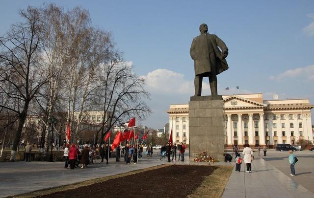 Депутат Госдумы от Тюменской области предложил захоронить останки Ленина