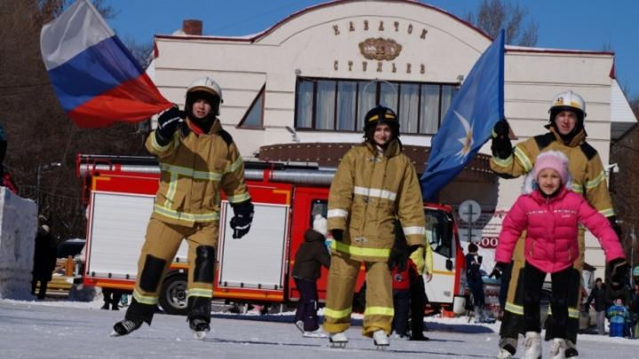 Перформанс на льду: спасатели Самарской области устроили флешмоб на коньках