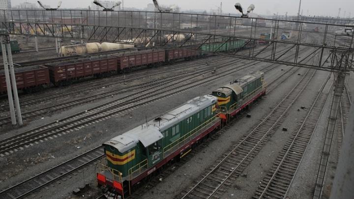 Южноуральский контрактник продал тепловоз части за 100 тысяч рублей и 40 кубов досок