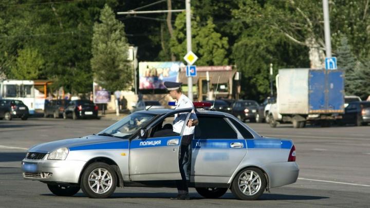 Очевидцы: в Ростове сотрудники полиции пожали руку водителю-нарушителю и отпустили