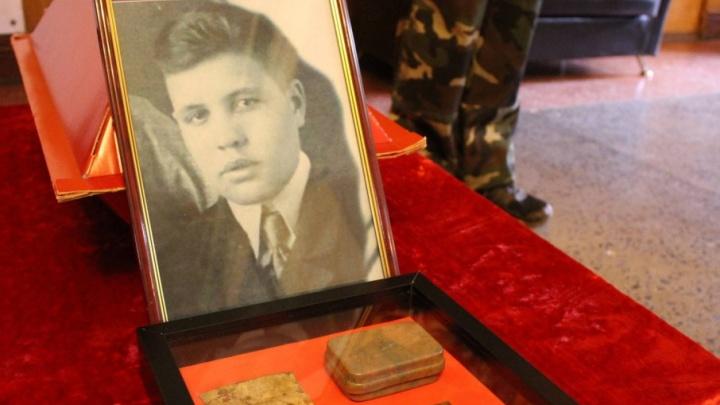 Останки архангельского солдата, найденные на Украине, привезли на Родину