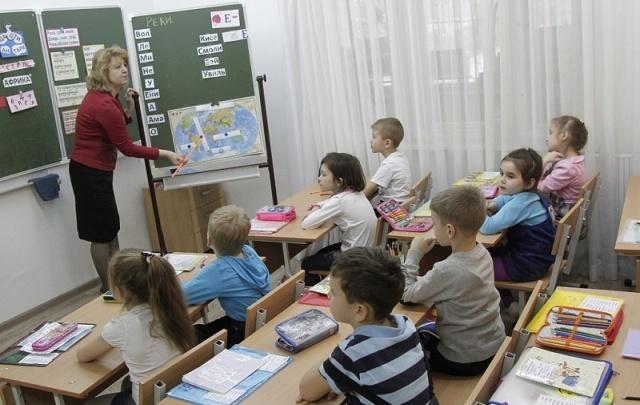 Родителей челябинских первоклассников просят не затягивать с оформлением в школу