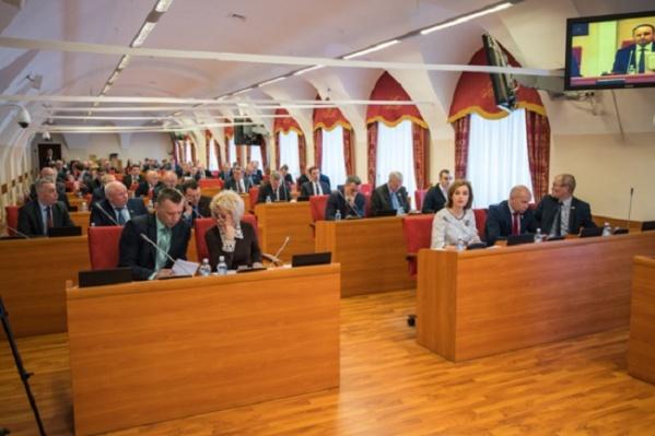 Кресла депутатов в будущей думе уже почти расписаны