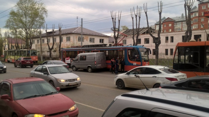 На пересечении пермских улиц Куйбышева и Чкалова столкнулись трамвай и «ГАЗель»