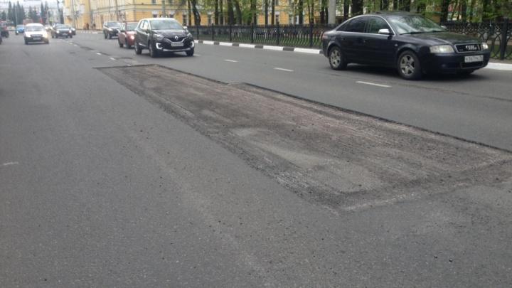 Начали ремонтировать самую запущенную улицу центра Ярославля