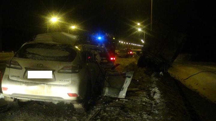 На Челябинском тракте в аварии погибла женщина на Lexus, которая гнала со скоростью 200 километров в час