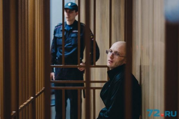 На суде Андрей Москвин держался бодро. Даже немного улыбался и шутил