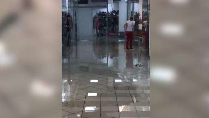 В Перми из-за ливня затопило центральные улицы и торговый центр