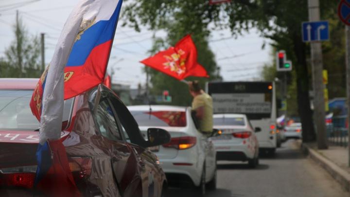 Автотанки и автоартиллерия: самарцы устроили пробег на раскрашенных машинах в честь 9 Мая