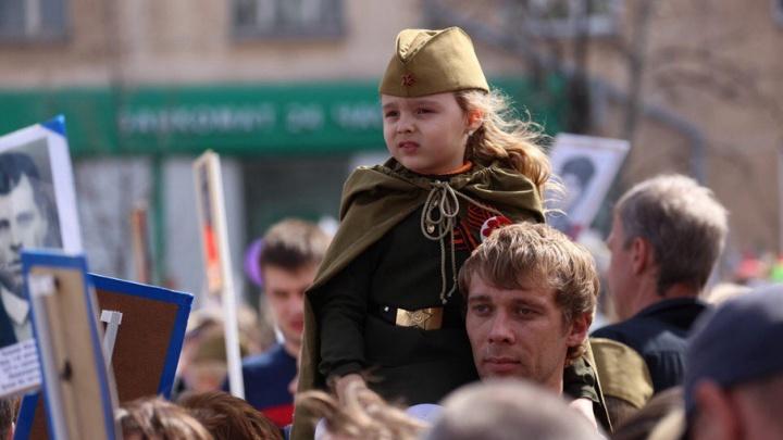 «Сушки» в небе, «Бессмертный полк» и песни Победы: 74.ru провёл онлайн-репортаж с праздника 9 Мая