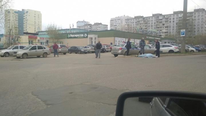 На улице Чернореченской в Самаре нашли труп мужчины