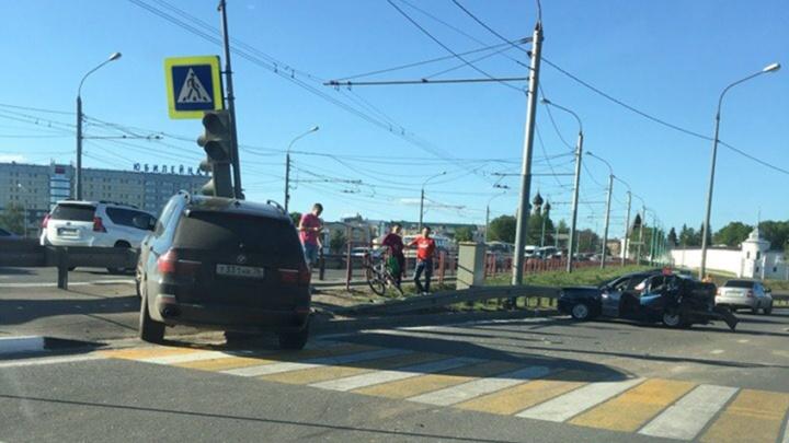 Водитель резко затормозил: подробности серьёзной аварии на Которосльном мосту в Ярославле