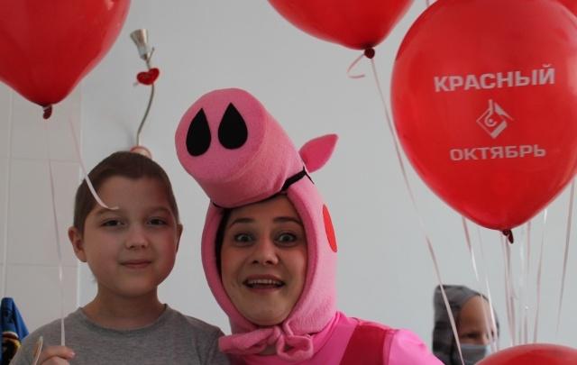 В день онкобольного ребенка металлурги навестили юных пациентов областного онкодиспансера