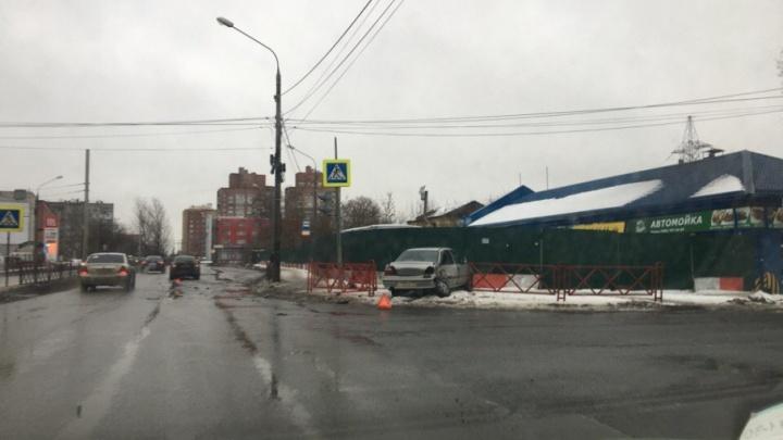 Перекрёсток ДТП: второй день подряд на Мышкинском проезде бьются иномарки