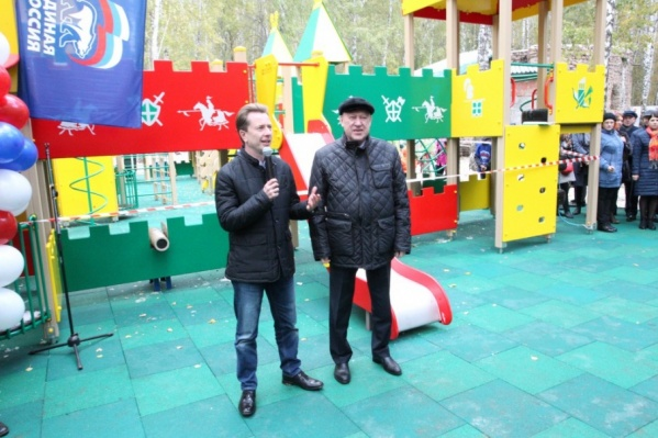 Депутат Бурматов и глава города Евгений Тефтелев торжественно открыли площадку в начале октября
