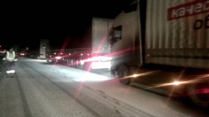 Возьмите в дорогу бензин и тёплые вещи: трассу М-5 в Челябинской области занесло снегом