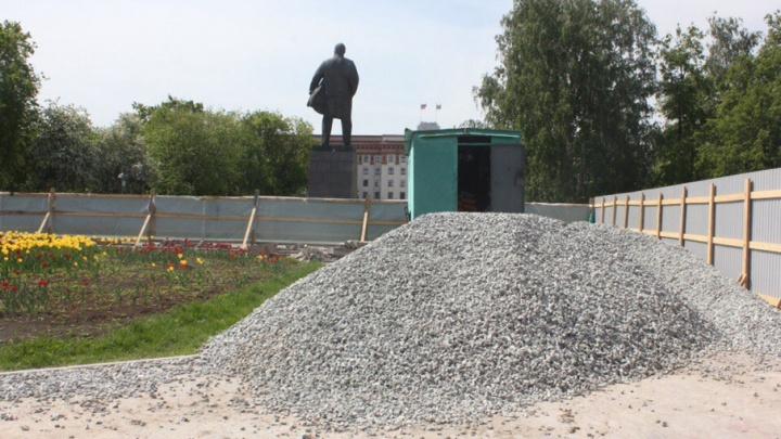 В Тюмени обновляют Центральную площадь: бетонные плиты заменяют брусчаткой