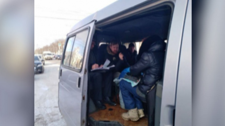В Брагино поймали нелегальных торговцев: у продавщицы отобрали телефон
