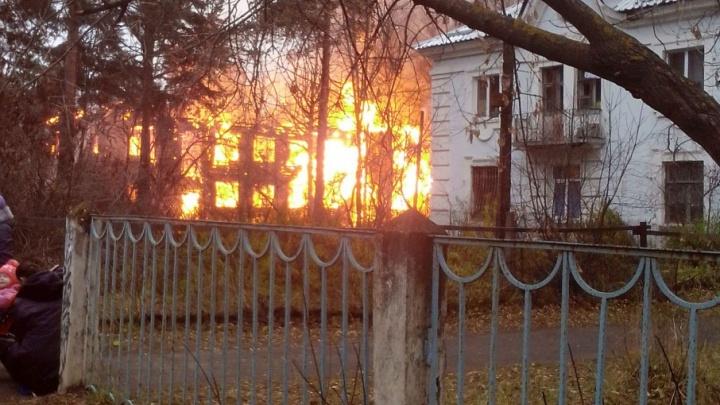 Пожар на Клубной: полыхнул третий за день дом
