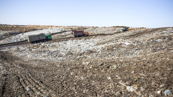 Не рассыпать по пути: власти придумали, как мусоровозы должны возить отходы на полигон «Скоково»