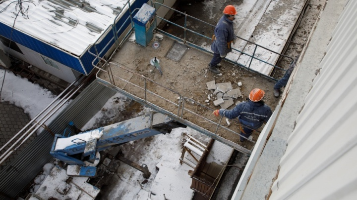 Суд заставил жителей рушащегося дома на Невской открыть двери строителям