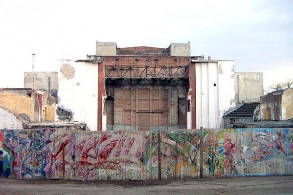 Реконструировать театр планировали еще в 2003 году