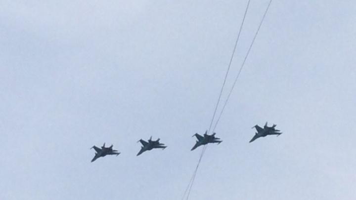 «Русские витязи» совершили несколько тренировочных полетов в небе над Ростовом