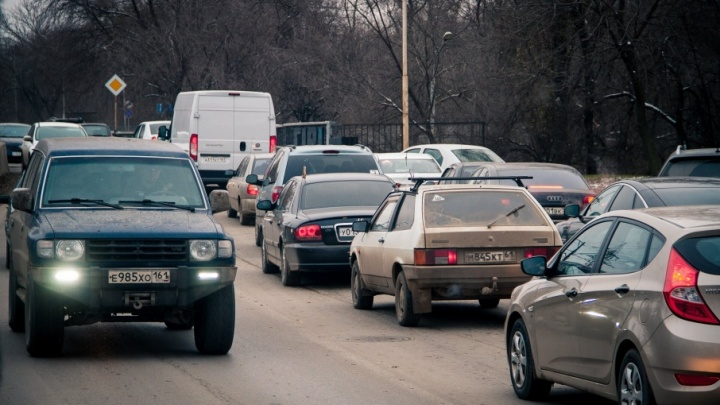 Из-за двух ДТП парализовано движение на проспекте Стачки