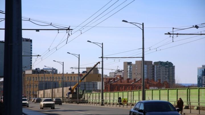 Стало известно, в какой цвет покрасят забор на Московском шоссе напротив «Вертикали»