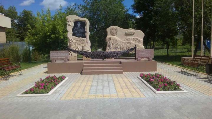 В Камышине чиновники забыли узаконить памятник Герою России