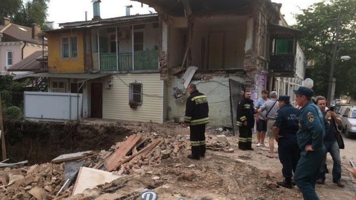 В центре Ростова рухнула стена старого дома