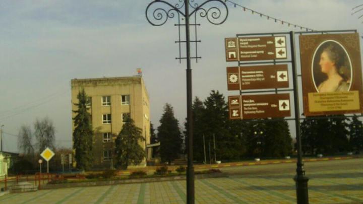 Азовчан теперь ежедневно будут приветствовать Петр I и Екатерина Великая