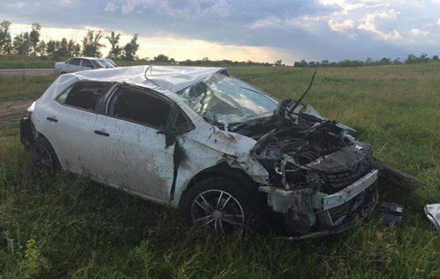 Под Самарой женщина за рулём Toyota Auris вылетела в кювет, машина перевернулась