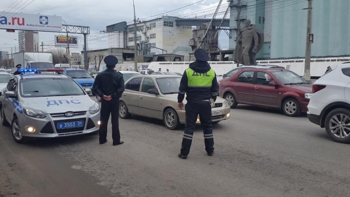 Десятки волгоградских водителей вечер пятницы провели в компании ДПС