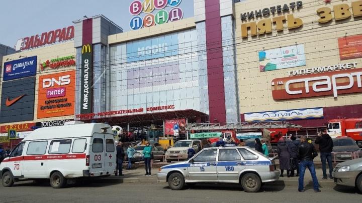 «В считаные секунды все оказались на улице»: из ТЦ «Вива Лэнд» эвакуировали всех посетителей
