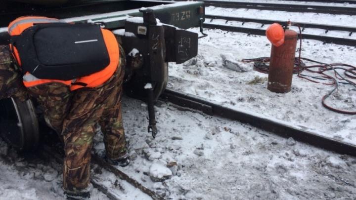Повреждено 200 метров путей: в Прикамье в причинах схода с рельсов вагонов разберутся следователи