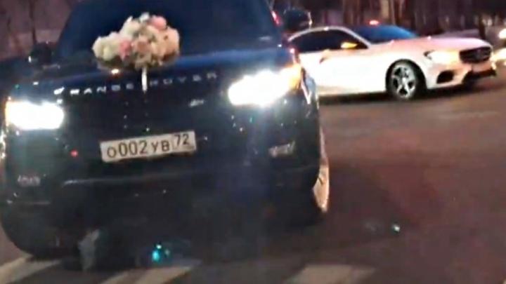 В истории со свадебным кортежем, попавшим на видео, разберётся тюменская полиция