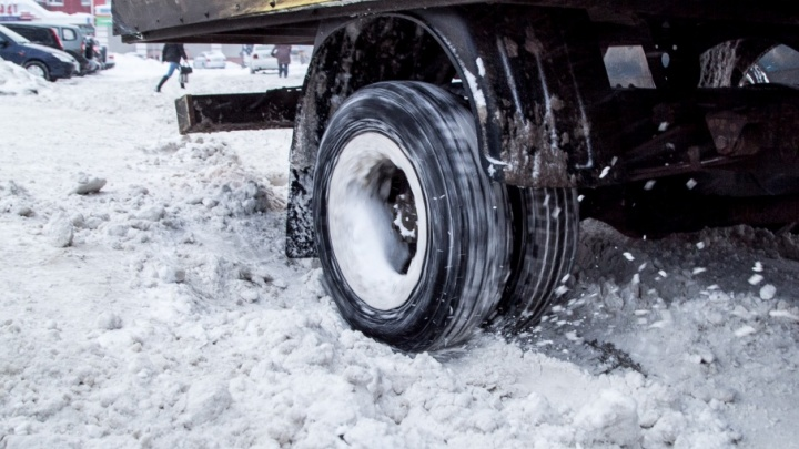 Автолюбителей просят не выезжать на лед рек Поморья