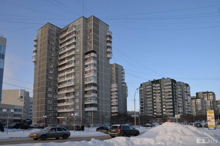 16-этажные дома на Шейнкмана № 130, 132, 134. Такие дома в Екатеринбурге впервые строили здесь.