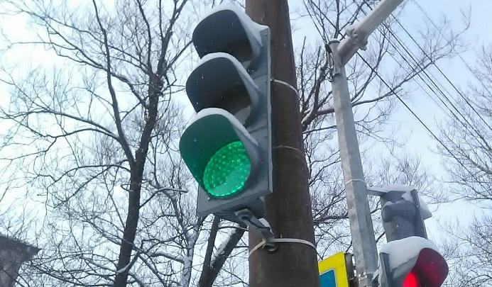 В Брагино на самом аварийном месте светофор включили по требованию детей
