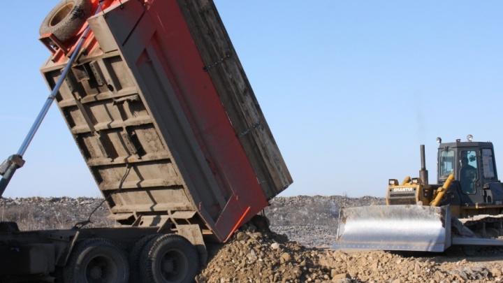 Под Волгоградом начали засыпать сорбентом пруд-накопитель с мусором Кировской свалки