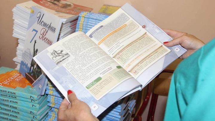 325 тысяч новых учебников получат школьники Поморья